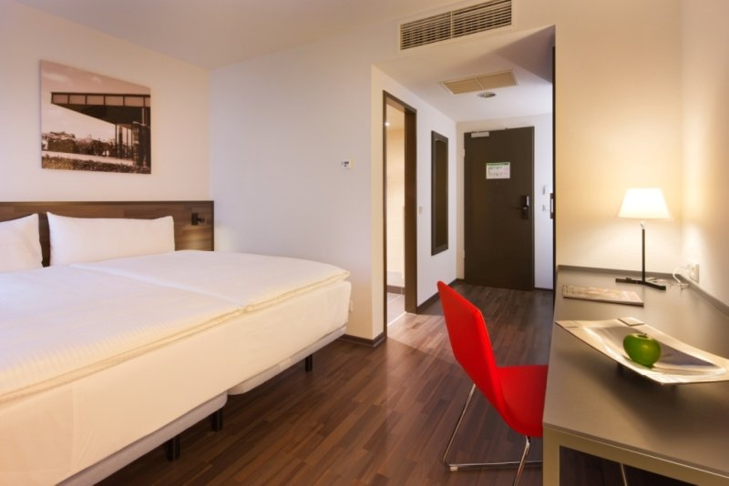 TRYP Room 2