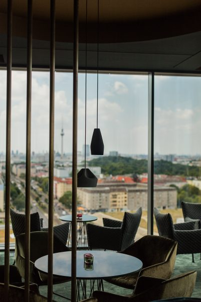 DE SKYBAR BERLIN PLEAT BOX 4