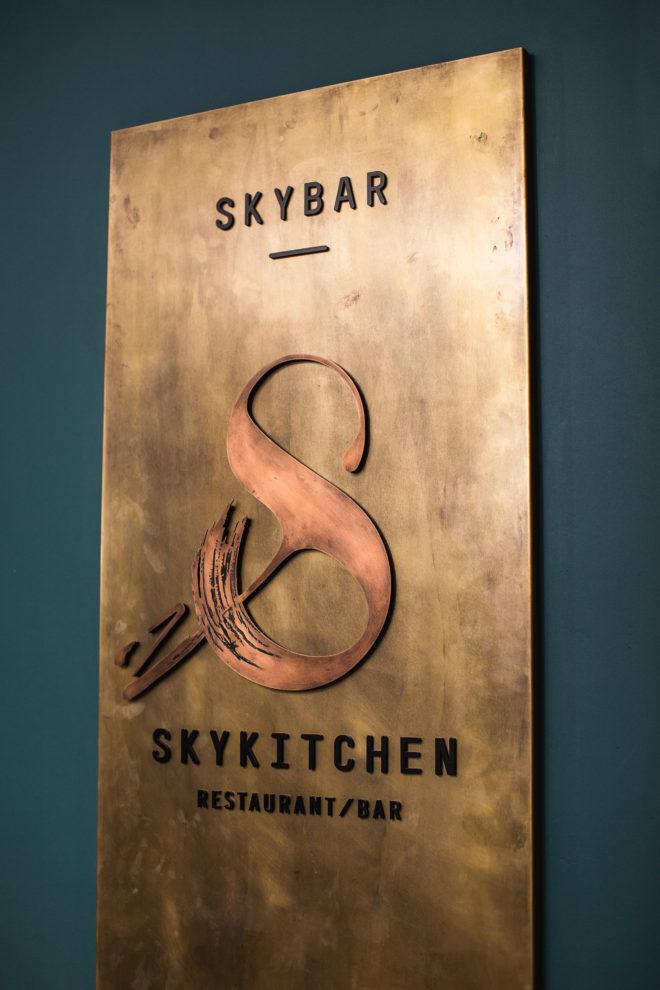 DE SKYBAR BERLIN PLEAT BOX 5